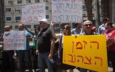 Journalists in front of the Justice Ministry protest the indictment of Haaretz reporter Uri Blau on Sunday (photo credit: Uri Lenz/Flash90)