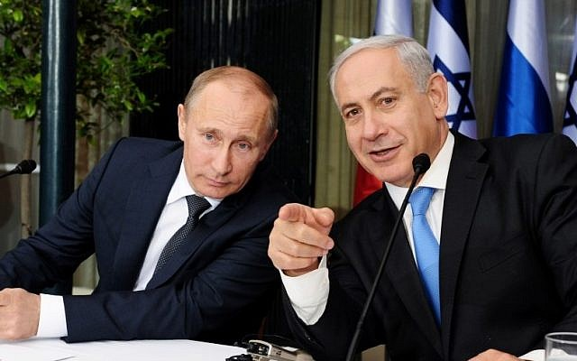 Prime Minister Benjamin Netanyahu (right) holds a joint press conference with Russian President Vladimir Putin (left) in Jerusalem on Monday, June 25, 2012. (photo credit: Kobi Gideon/GPO/Flash90)