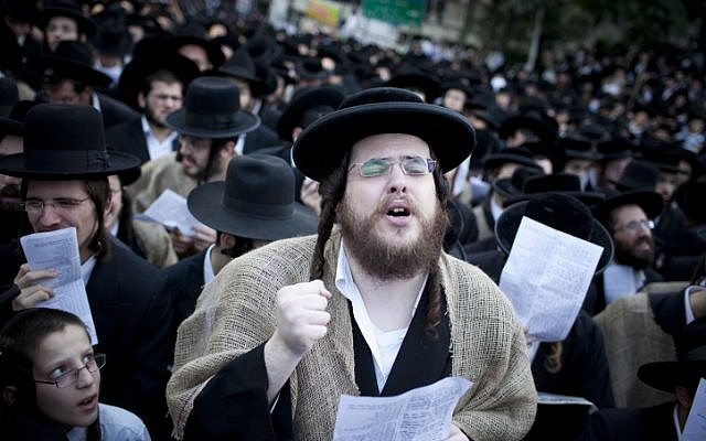 Thousands of ultra-Orthodox at recent prayer rally in Jerusalem in opposition to the government's plan to draft yeshiva students into military and national service (photo credit: Yonatan Sindel/Flash90)