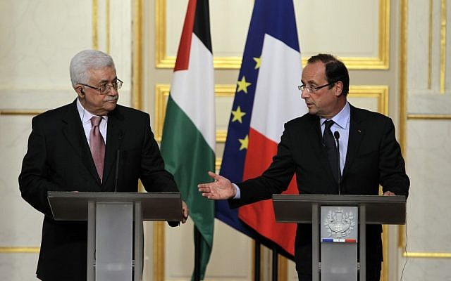 French President Francois Hollande, right, and Palestinian President Mahmoud Abbas in Paris in 2012 (photo credit: AP/Francois Mori)