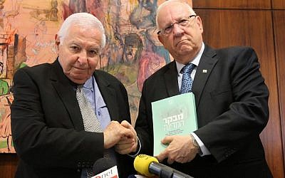 State Comptroller Micha Lindenstrauss submits his report on the Carmel forest fire to Knesset Speaker Reuven Rivlin on Wednesday (photo credit: Miriam Alster/Flash90)