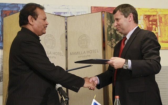 Tourism Minister Stas Misezhnikov, right, and his Indian counterpart Subodh Kant Sahai signed a formal working agreement Sunday to encourage travel between their two countries. (photo credit: AP/Blake Sobczak)