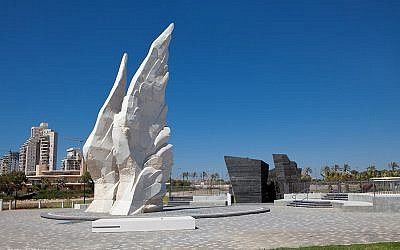 The 'Victory Monument' in Netanya commemorates the Red Army's victory over Nazi Germany in WWII (photo credit E. Shtern)