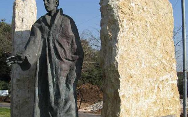 A memorial to Raoul Wallenberg in Tel Aviv. (photo credit: CC BY-SA Dardasavta, Wikimedia Commons)