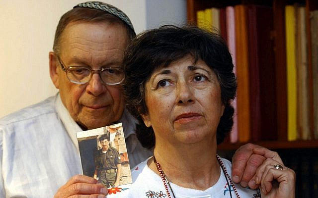 Miriam and Yoni Baumel in 2003 holding a picture of their son Zachary, who had been missing in action since 1982. (Flash90)
