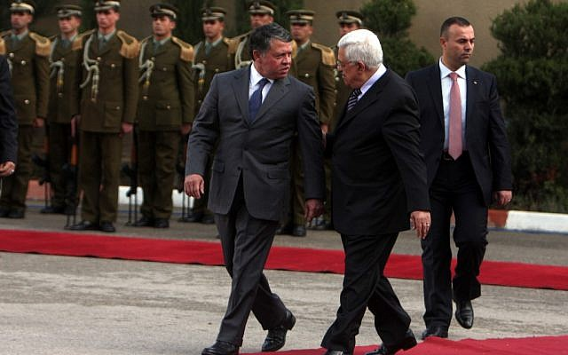 Mahmoud Abbas hosts Jordan's King Abdullah (left) in Ramallah, November 2011. (Issam Rimawi/Flash90)