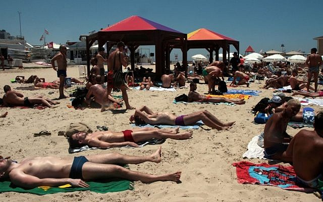 A day at the beach in Tel Aviv (photo credit: Alana Perino/Flash90)