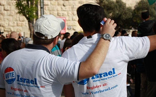iVoteIsrael volunteers sign up US citizens for absentee ballots at a mall in Jerusalem in June 2012 (photo credit: courtesy of iVoteIsrael.com)