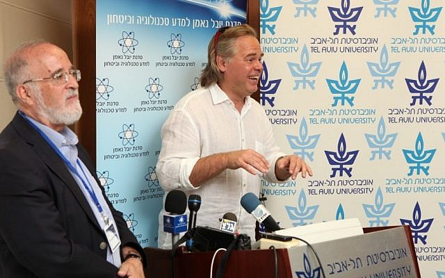 Yitzchak ben-Yisrael (L) and Eugene Kaspersky (R) at Wednesday's event (Photo credit: Courtesy)