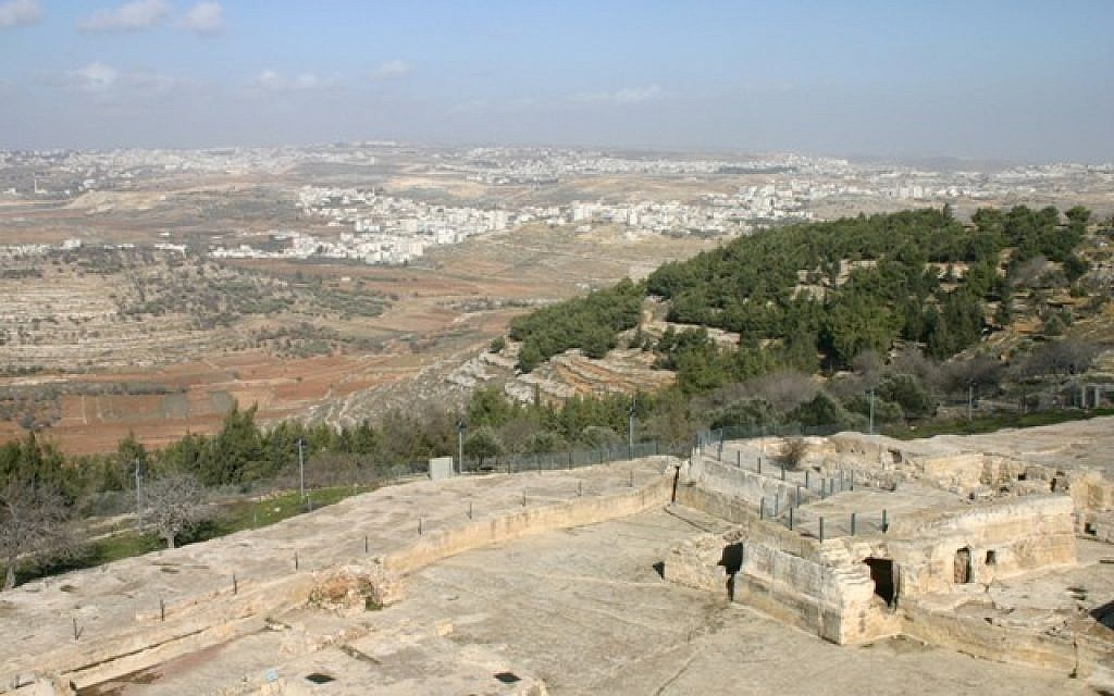 Nebi Samuel. Below you, in all their glory, are the lands that Joshua apportioned to the tribe of Benjamin (photo credit: Shmuel Bar-Am)