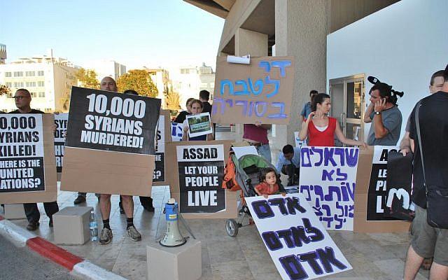 A demonstration against Vladimir Putin and Syria outside the Hilton hotel in Tel Aviv Tuesday. (photo credit: Artiom Degel/courtesy