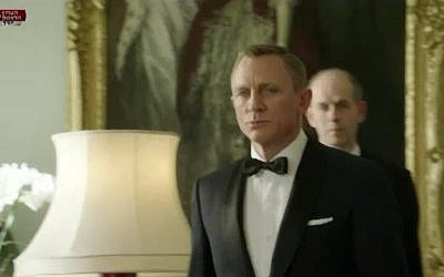 007 is tasked with picking up the Queen from Windsor Palace (image capture Channel 1)