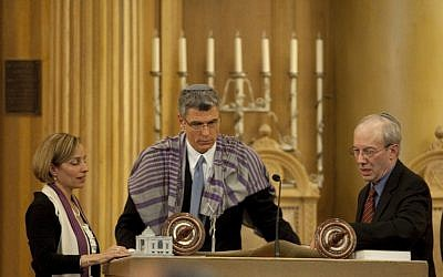 Rabbis Judy Schindler, Rick Jacobs and Eric Yoffie, previous President of the URJ, at Jacobs' installation. (photo credit: Clark Jones, Courtesy the Union for Reform Judaism)
