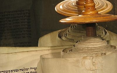 Torah Scroll (Photo Credit:CC BY-SA,RubberPaw/Flickr)
