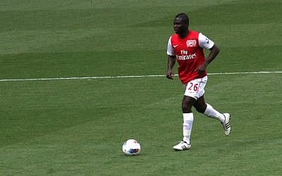 Arsenal player Emmanuel Frimpong in a game last year. (photo credit: CC BY, Ronnie Macdonald, Flickr)