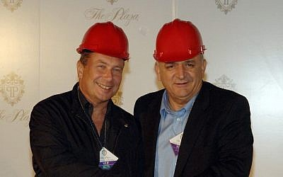 Nochi Dankner, left, owner of IDG Group and Isaac Tshuva, owner of Delek Group in 2007 (photo credit: AP/Denise Truscello)