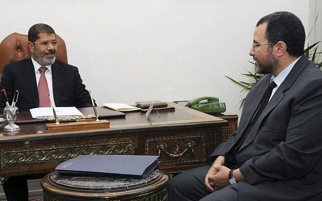 Egyptian President Mohammed Morsi, left, and Prime Minister Hesham Kandil at the presidential palace in Cairo, Egypt (photo credit: AP/Ahmed Mourad)