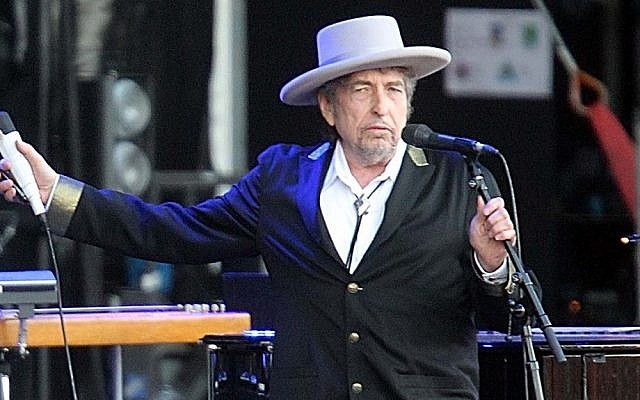 US singer-songwriter Bob Dylan performing in France, July 2012. (AP/David Vincent/File)