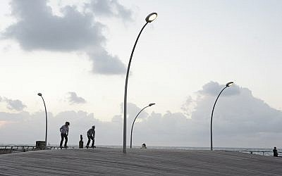 Skateboarding at the Tel Aviv port (photo credit: Yasmine Soiffer/Flash 90)