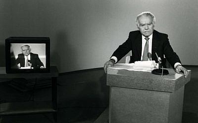 Former Prime Minister Yitzhak Shamir makes a TV appearance in 1986 (photo credit: Moshe Shai/Flash90)