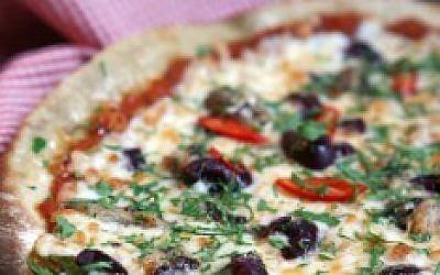 Freshly baked pizza (Photo credit: Liron Almog/Flash90)