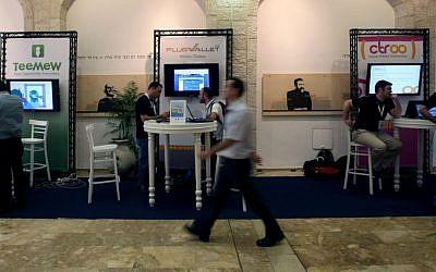 The scene at a recent technology start-up show in Jerusalem (Photo credit Kobi Gideon/Flash90)