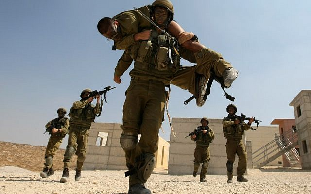 Israeli paratroopers in training. (photo credit: Kobi Gideon / Flash90)