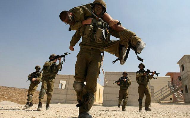 Israeli paratroopers in training. (photo credit: Kobi Gideon / Flash90)
