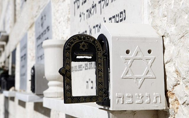 Jewish graves (Illustrative photo: Uri Lenz/Flash90)