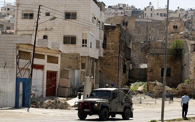 IDF soldiers in Hebron (photo credit: Uri Lenz/Flash90)