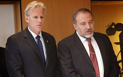 Ambassador to the United States Michael Oren (left) and Foreign Minister Avigdor Liberman in May, 2012 (photo credit: Miriam Alster/Flash90)