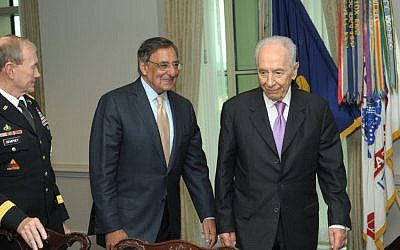 Then-US Defense Secretary Leon Panetta with President Shimon Peres in Washington DC, June 2012 (photo credit: Amos Ben Gershom/GPO/Flash90)