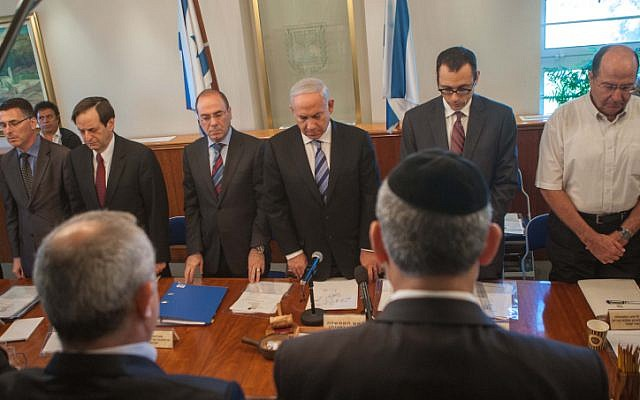 Prime Minister Benjamin Netanyahu and members of the Cabinet share a moment of silence in honor of the late prime minister Yitzhak Shamir at the Prime Minister's Office in Jerusalem in Sunday (photo credit: Uri Lenz/Flash90)