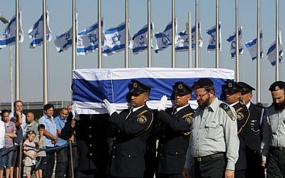 Knesset guards bear the coffin carrying former prime minister Yitzhak Shamir. (photo credit: Miriam Alster/Flash90)