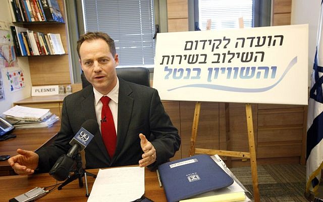 Yohanan Plesner speaking to the press Monday. (Miriam Alster/Flash90)