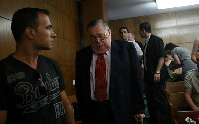 The state witness makes his way to the stand at the Tel Aviv District Court on Monday, July 2 2012 (photo credit: Yariv Katz/Pool/Flash90)