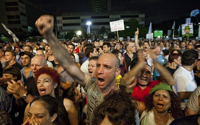 Tens of thousands demonstrate in Tel Aviv in favor of mandatory military or national service, July 2012. (Tali Mayer/Flash90)