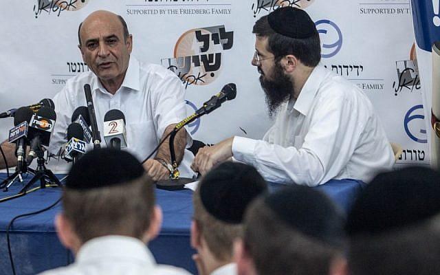 Shaul Mofaz speaking to ultra-Orthodox students in Jerusalem last week. (photo credit: Uri Lenz/Flash90)