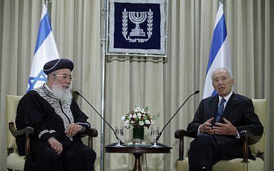 Rabbi Shlomo Amar (left) and Shimon Peres (photo credit: Flash90)