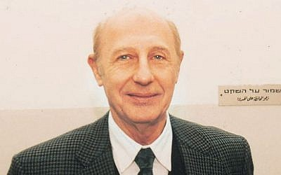 Former IDF Intelligence Chief Major-General Eli Zeira, April 20, 2005 (photo credit: Flash90)