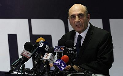 Mofaz speaking to reporters Tuesday. (photo credit: Flash90)