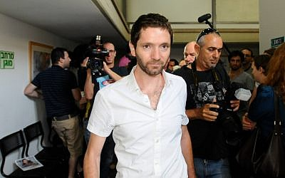 Uri Blau, the Haaretz journalist who used stolen classified IDF documents in reports accusing the army of defying a High Court ruling against targeted killings, pleaded guilty on Tuesday  to the charge of possessing classified information without intent to harm state security. (photo credit: Yossi Zeliger/Flash90)