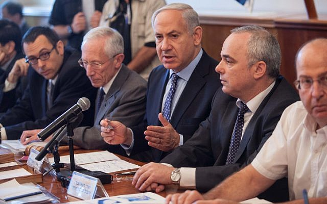 Prime Minister Benjamin Netanyahu (center) attending a weekly cabinet meeting in July (photo credit: Uri Lenz/Flash90)