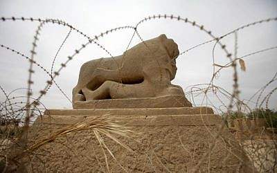 Barbed wire surrounds the Lion of Babylon at the archaeological site of Babylon, about 50 miles south of Baghdad, Iraq. (photo credit: AP Photo/Khalid Mohammed)