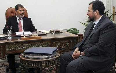 Prime Minister Hisham Kandil meeting with President Mohammed Morsi in Cairo, July 2012 (photo credit: AP Photo/Ahmed Mourad)