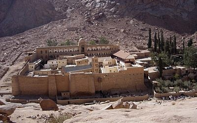 Monastery at St. Catherine in the Sinai desert, believed by many to be the site of biblical Mount Sinai (photo credit: CC BY-SA 3.0, by Gerard Janot, Wikimedia Commons)
