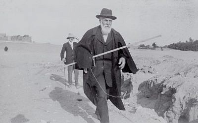 Flinders Petrie, one of the fathers of modern archaeology, in Egypt in 1922. A memorial service for Petrie, who died 70 years ago, was held at the Jerusalem grave where his body -- but not his head -- was buried in 1942. (photo credit:  Courtesy of the Petrie Museum of Egyptian Archaeology, London)