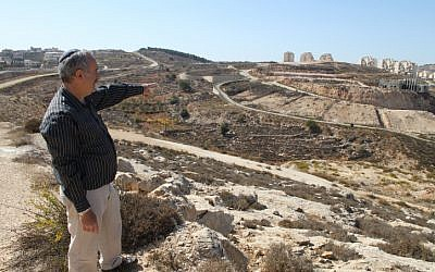 Efrat's city engineer Moshe Ben Elisha shows the area where new apartments will be built (photo credit: Gershon Elison/Flash90)