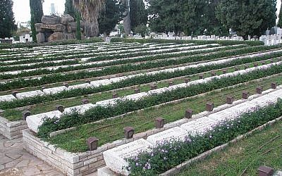 The military burial plot at Nachlat Yitschak (photo credit: CC-BY-SA David Shai/Wikipedia)