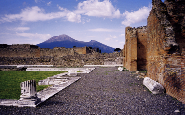 Vesuvius, from Pompei (photo credit: CC-BY-SA Morn the Gorn, Wikimedia Commons)